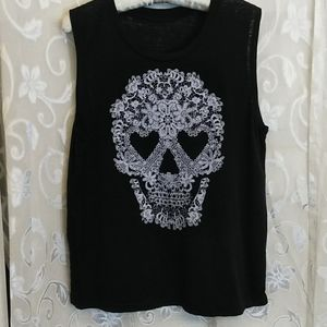 Black Tee shirt with skull design size large